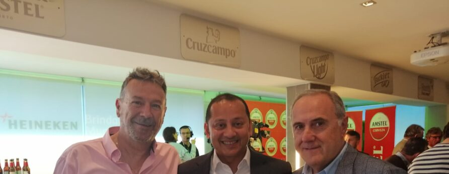 Discema y Amstel se vuelcan con el Centenario del Valencia CF con la distribución de las botellas de edición limitada Amstel Centenari