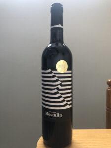 Botella con el distintivo del premio