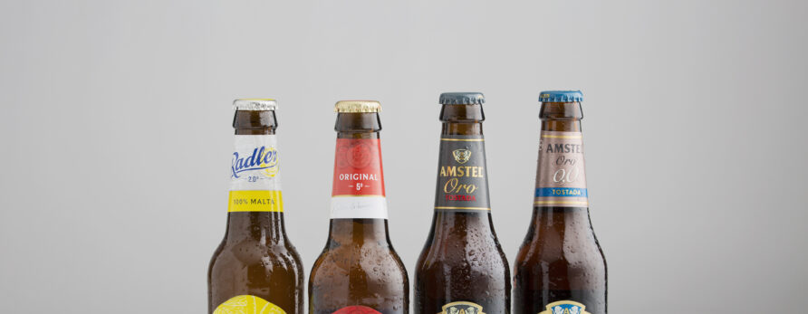 Amstel cambia el etiquetado e incrementa la sostenibilidad de su envasado